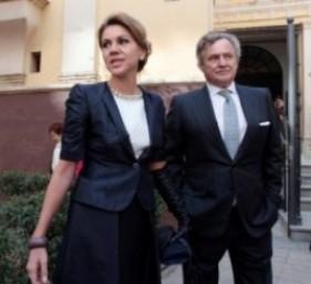 """María Dolores de Cospedal y su marido Ignacio López del Hierro: """"indicios de delito"""" en el peor momento electoral del"""