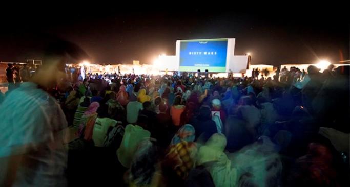 Proyección de 'Dirty Wars' en festival de cine del Sahara. CARLOS CAZURRO/FISAHARA