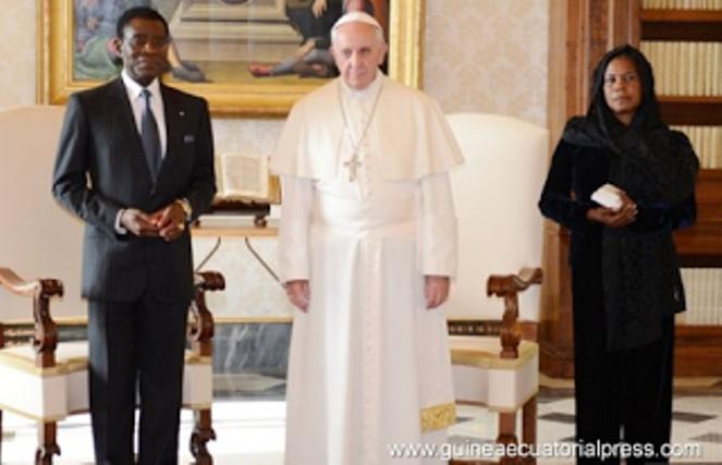 El Papa Francisco con el matrimonio Obiang Nguema