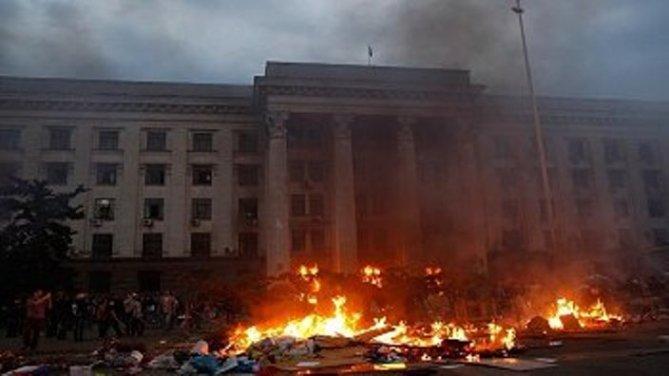 Caos en Odessa: Incendio provocado atribuido a la Derecha cuyo saldo fue se con 46 muertes. Las autoridades anunciaron dos días de luto nacional por las víctimas de estos trágicos acontecimientos en la ciudad ucraniana.