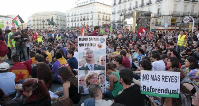 Pancartas contra la monarquía en la manifestación por la III República del 7 de junio. Foto: Javi Martinez