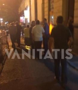 Encontronazo de la escolta del rey Felipe VI con la prensa en el barrio de Chueca de Madrid