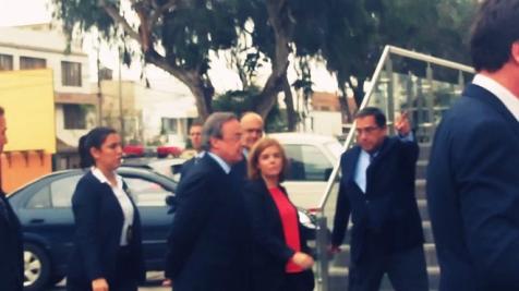Soraya Sáenz de Santamaría, en compañía de Florentino Pérez, abucheada en Lima (Perú), cuando visitaba la sede de la empresa ACS
