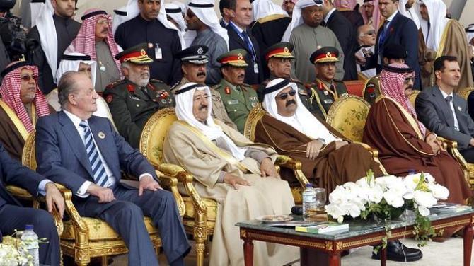 El rey Juan Carlos, junto al emir de Kuwait, el jeque Sabah al Ahmed
