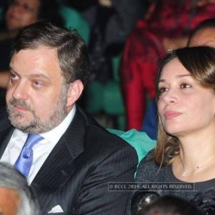 Gustavo de Arístegui y su esposa, Nadia Jalfi