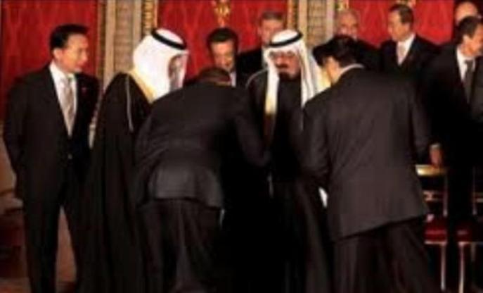 Obama haciendo reverencia… al rey Abdelál,….pero, en realidad quién manda en esta relación es EEUU