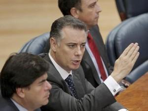 Otros tres diputados del PP implicados en el caso Gürtel: Alberto López Viejo , Alfonso Bosch (izada.) y Benjamín Martín Vasco.