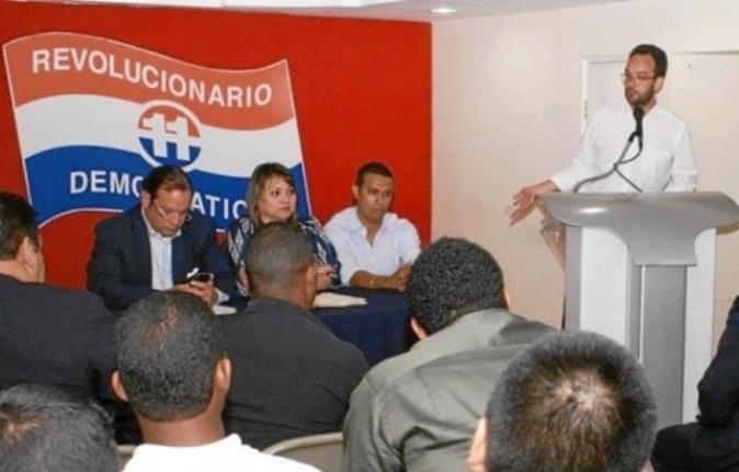 Antonio Hernando imparte una conferencia en Panamá en presencia de Jaime Martínez-Acha, primero por la izquierda. Fotografía tomada defacebook/PRD.