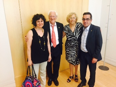 El Padre Ángel y Manuela Carmena, acompañados por  Elena Alonso, directora de Proyectos de la Fundación Mensajeros de la Paz, y por Pedro Mella, Gerente de la Asociación Edad Dorada.