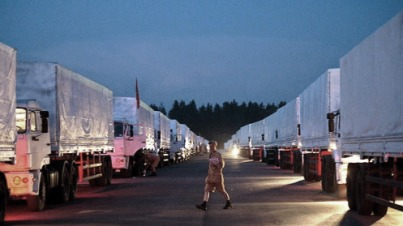 Camiones rusos bloqueados en la frontera de Crimea
