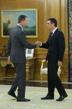 Felipe VI y Pedro Sánchez, secretario general del PSOE