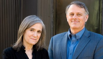Amy Goodman y Denis Moynihan