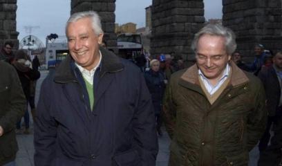 Javier Arenas con Gómez de la Serna en una visita a Segovia (EFE).