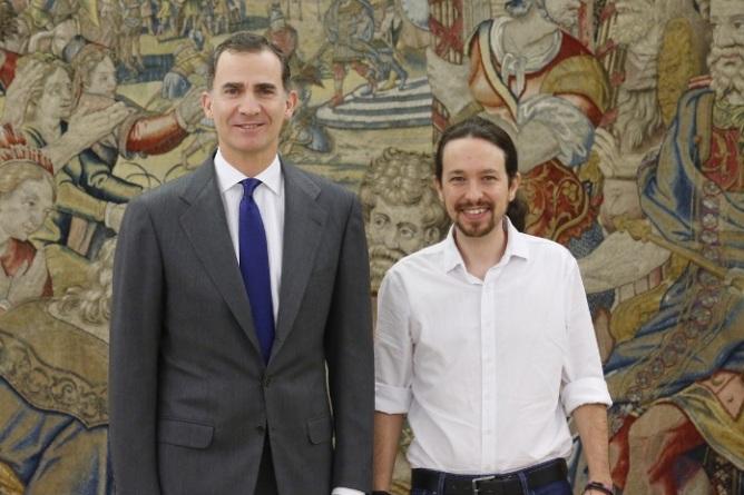 ¿De qué se rien Felipe VI y Pablo Iglesias?