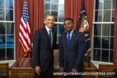 El Presidente de USA, Barack Obama, con el embajador guineano en Washington.