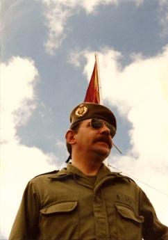 El autor, Rafael A. Permuy López, Comandante de Artillería (R), periodista y escritor.