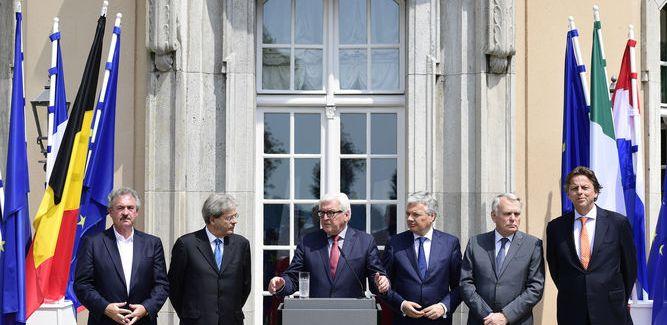 Ministros de Exteriores de los seis países fundadores de la UE urgen al Reino Unido a que pida la salida de la UE.