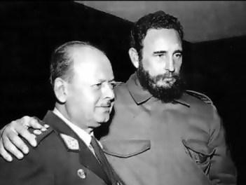 Juan Velasco Alvarado y Fidel Castro.