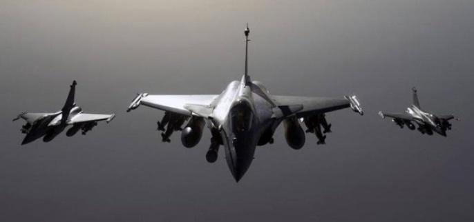 En menos de 48 horas, después de los primeros atentados, Francia respondió con ataques en Siria que dejan centenares de muertos.