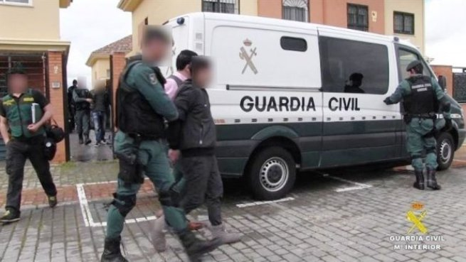 La Guardia Civil detiene a dos marroquíes que integraban un grupo que enviaba dinero al  DAESH. Foto GC.