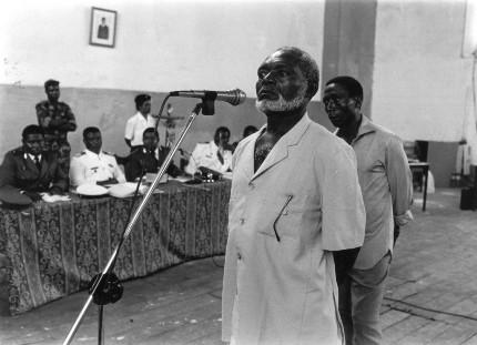 Martin Puye declara durante el juicio militar. Fotografía de Gervasio Sánchez.