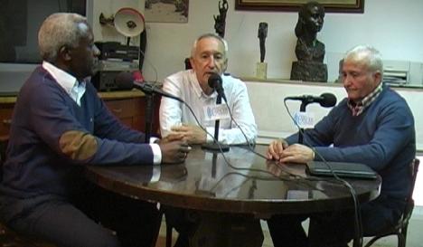 De izquierda a derecha, Armengol Engonga, Eugenio Pordomingo y Juan Cuevas, en el programa correspondiente al día 25 de octubre.