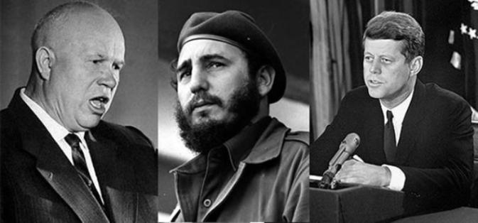 De izquierda a derecha, Nikita Kruschov, Fidel Castro y John F. Kennedy.