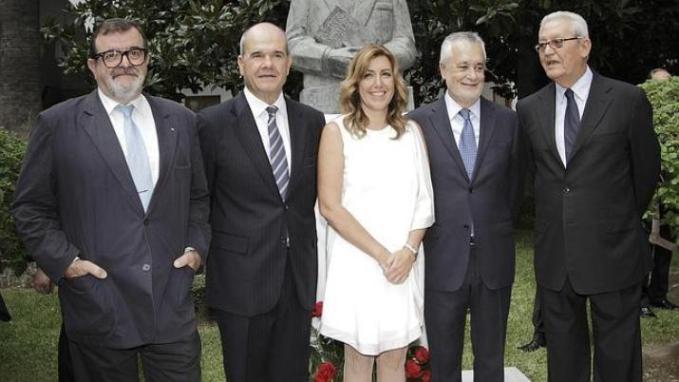 Susana Díaz, entre José Rodríguez de la Borbolla, Manuel Chaves, José Antonio Griñán y Rafael Escuredo. Fotografía de Juan Flores, publicada en ABC.