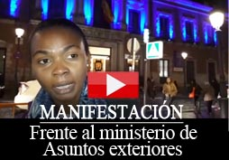 Manifestación frente al Ministerio de Asuntos Exteriores de España para denunciar el secuestro de cuatro militantes del opositor MLGE III R